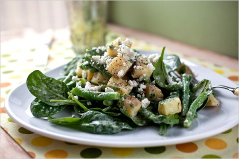articleLarge spinach and potato salad PD