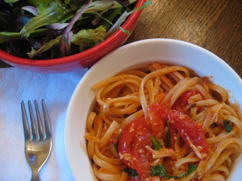 007Linguine with tomato, basil and garlic PD