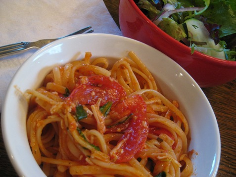 012linguine with tomato, basil and garlic PD