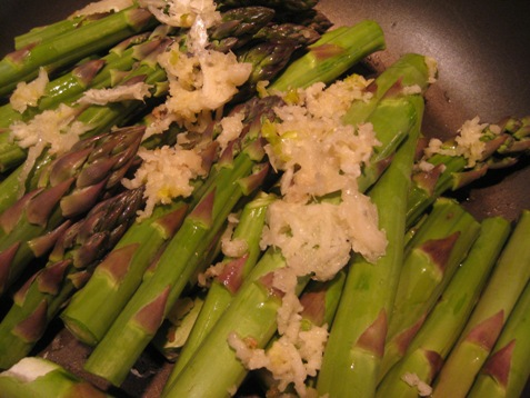 006asparagus with crushed garlic