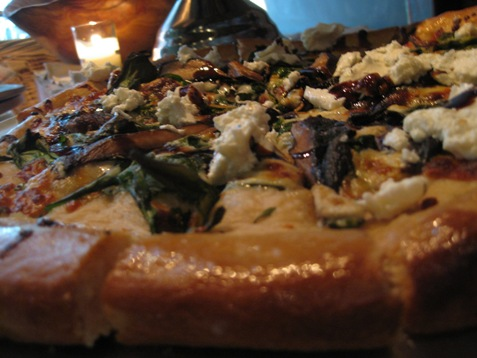 034mushroom spinach goat cheese balsamic  pizza