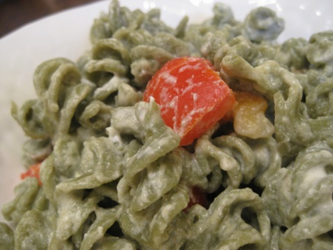013spinach  pasta wit red pepper and goatcheese sauce