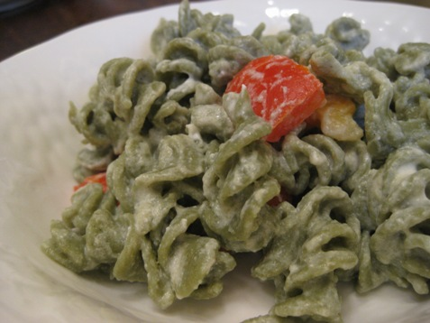 015spinach pasta with red pepper and goatcheese sauce
